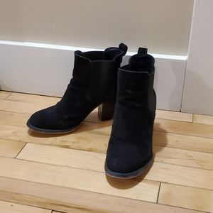 Steve Madden Black Suede ankle booties size 6.5